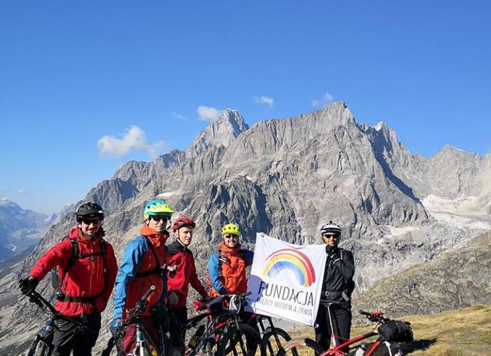 Fundacja Między Niebem a Ziemią - aktualność Wyprawa wokół Mont Blanc