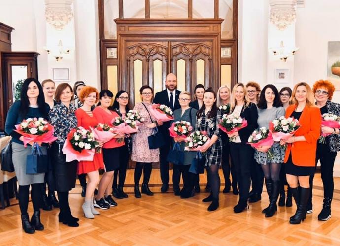 Fundacja Między Niebem a Ziemią - aktualność Wizyta Mam ciężko chorych dzieci u Prezydenta Wrocławia