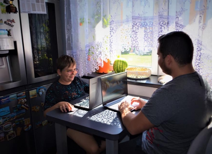 Fundacja Między Niebem a Ziemią - aktualność Laptopy dla Przemka i Grzesia