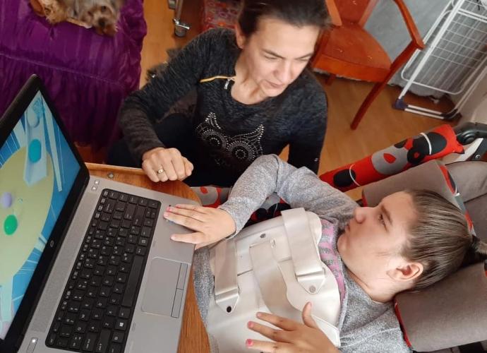 Fundacja Między Niebem a Ziemią - aktualność Laptop dla Agatki